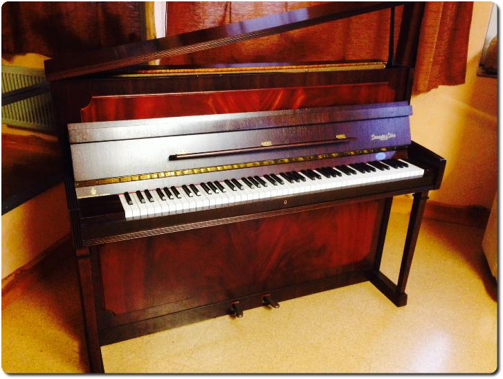 villa musica musik und spiel f r die ganze familie klaviere. Black Bedroom Furniture Sets. Home Design Ideas